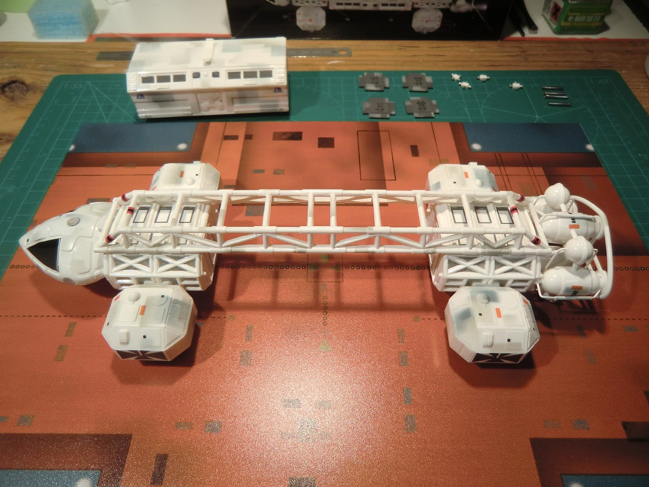 SPACE 1999 - Page 3 18568947