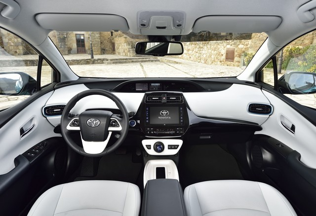 Toyota Annonce Les Prix De La Nouvelle Yaris 1860492017priusphvaquainterior01