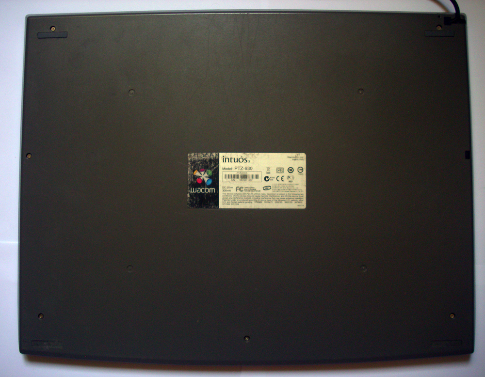 vente tablette wacom intuos 3  A4 (VENDUE) 192651arriretablette