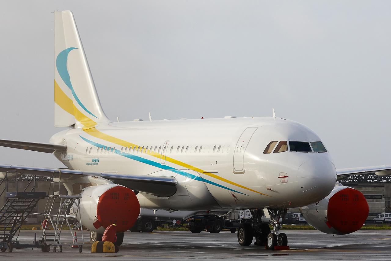 [21/12/2013] A319CJ (9H-AVK) Comlux    195665GRX9477