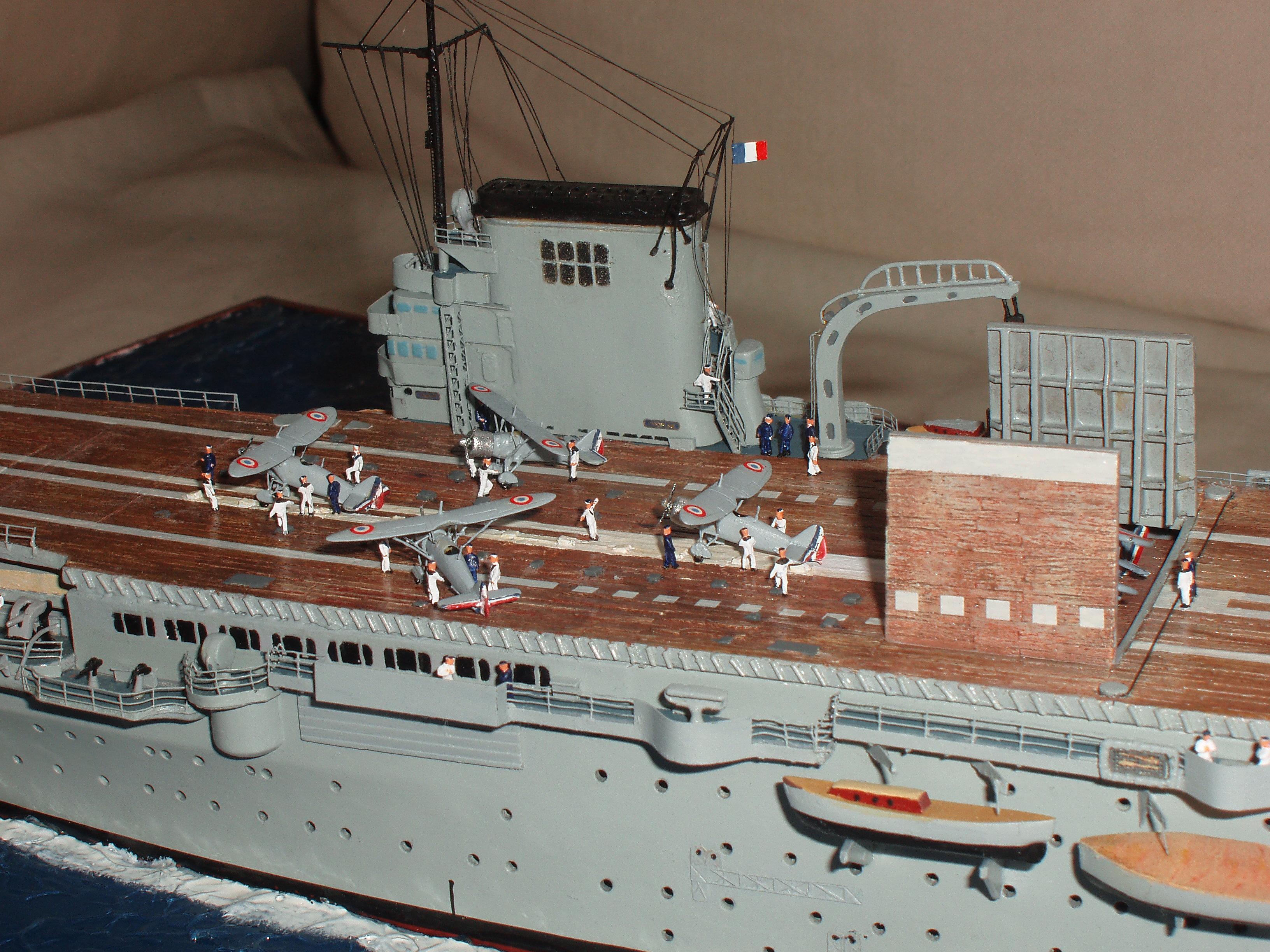 Porte-avions Béarn de L'ARSENAL/NAVIRES ET HISTOIRE.  198837P6150182
