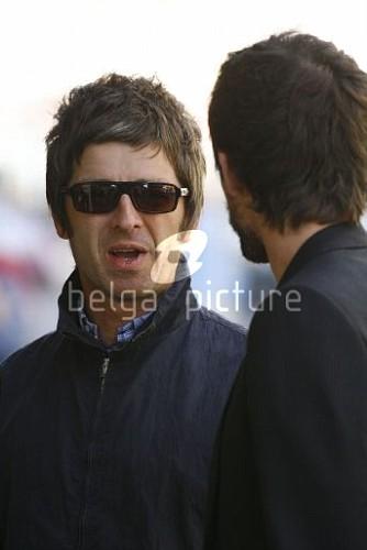 Jason et Noel Gallagher à Londres 25.09.2009 20317015546743_vi