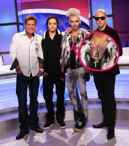 [Net/Allemagne/Septembre 2012](promiflash.de) - Mysteriöses Tattoo: Was ziert Bill Kaulitz' Brust? 207226billkaulitzzeigtbrusttattoo