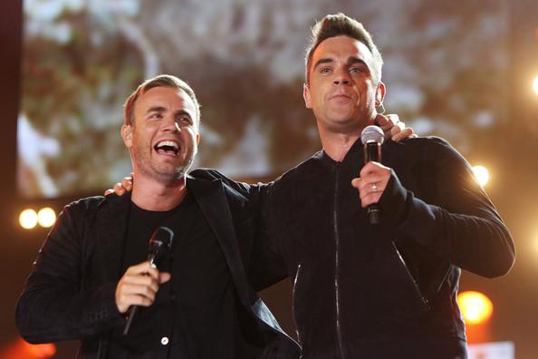 Robbie et Gary au concert Heroes 12-09/2010 213736Gary_Barlow_Heroes_Concert_Show_asbXDCczXoel