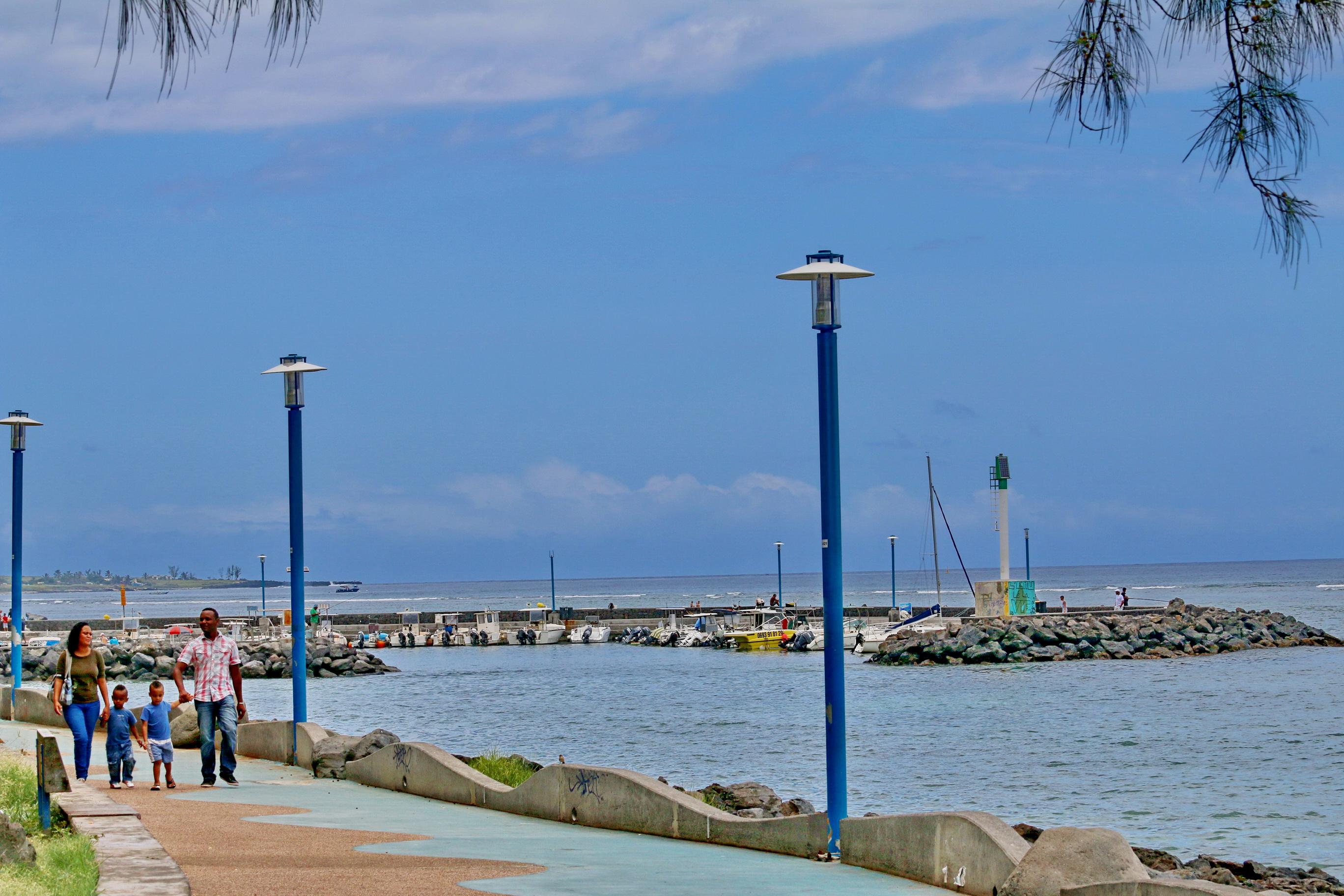 [Vie des ports] Les ports de la Réunion - Page 3 223474stpierrestleu70d010
