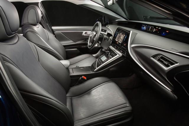 """Toyota se projette dans le futur avec la berline à pile à combustible 'Mirai'"""" 2300142016ToyotaFuelCellVehicle010"""