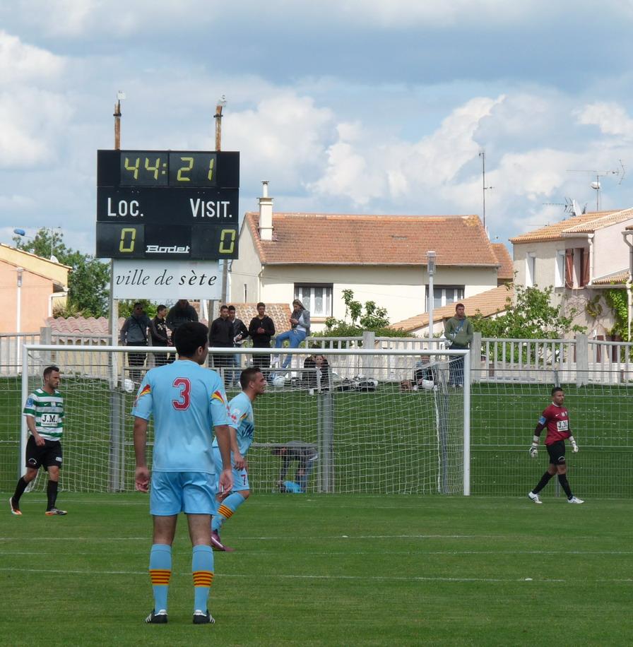 CETTE ( SETE ) ILE SINGULIERE REVIENT EN ( CHAMPIONNAT  DE)  FRANCE DE FOOTBALL AMATEUR  CFA 2 !!!!!!! - Page 3 238852Photo078
