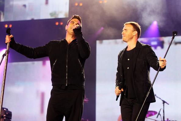 Robbie et Gary au concert Heroes 12-09/2010 242090Gary_Barlow_Heroes_Concert_Show_gh2R6ylOncSl