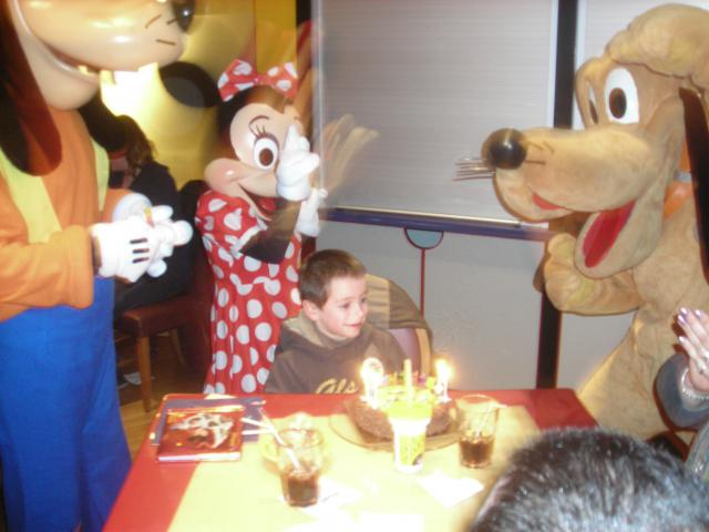 [Disneyland Paris] Premier séjour au DLH (31 janv.-2 fév. 2011) + un anniversaire inoubliable ! - Page 4 242457147