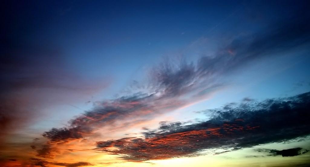 FIL ROUGE : Le ciel et les nuages  - Page 3 242831279186Coucherdesoleille7112004026filtered