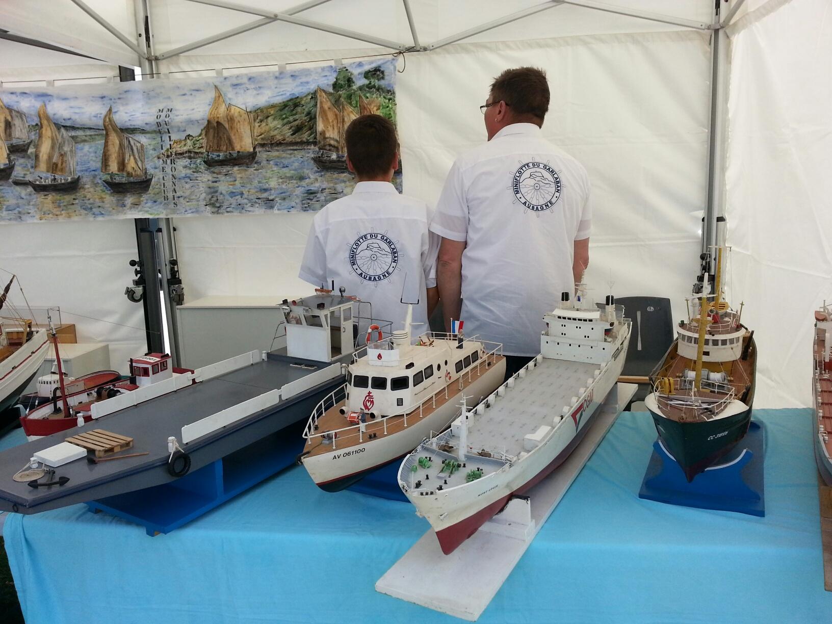 démo de maquettes navigantes sur la place Napoléon à la Roche S/Yon le 31 Mai et le 1er Juin 24454220140531134055resized