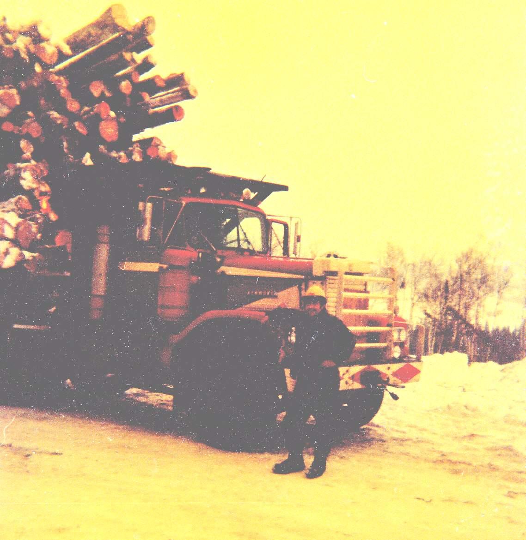 Camion forestier et sa remorque 244625eriedemonpre