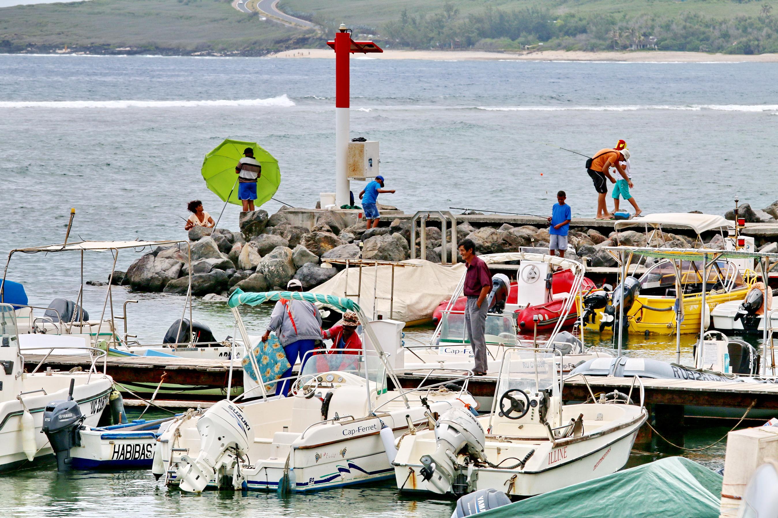 [Vie des ports] Les ports de la Réunion - Page 3 246169stpierrestleu70d103