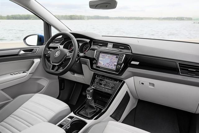 Le nouveau Touran obtient la note maximale de 5 étoiles Euro NCAP 252158thddb2015au01094large