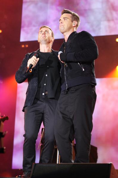 Robbie et Gary au concert Heroes 12-09/2010 254587Gary_Barlow_Heroes_Concert_Show_27GJqaLARi8l