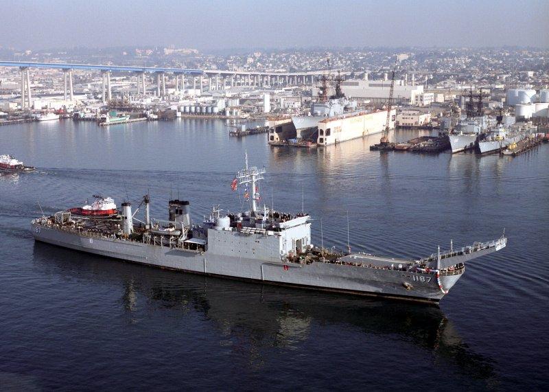 LANDING SHIP TANK (LST) CLASSE NEWPORT  258530USSTuscaloosa