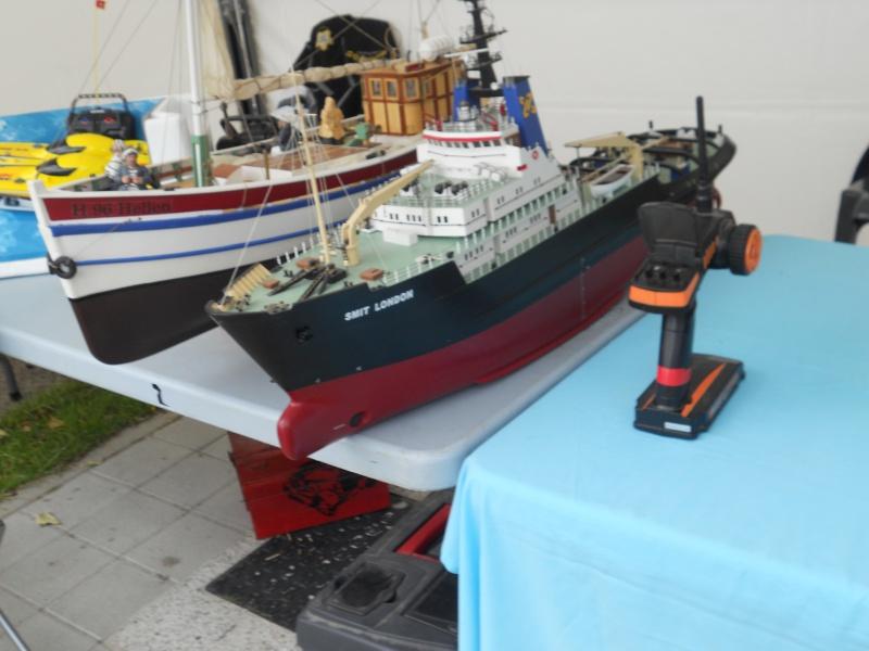 démo de maquettes navigantes sur la place Napoléon à la Roche S/Yon le 31 Mai et le 1er Juin 258752DSCN4031