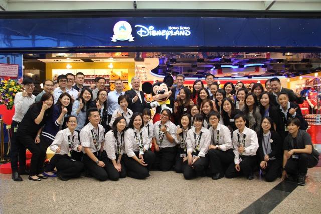 The Magic of Hong Kong Disneyland Store at Hong Kong International Airport (ouverture le 24 juin 2014) 260750w39