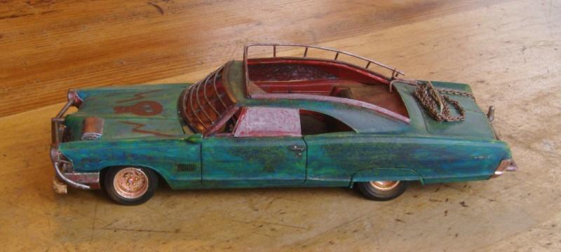 "Pontiac façon ""Mad Max"" 1/24 avec base/décor  268880GEDC5110"
