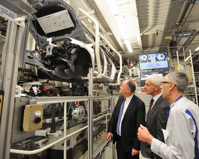 Visite de Stephan Weil, Premier Ministre, à l'usine Volkswagen de Wolfsburg  281146thddb2015al03827large