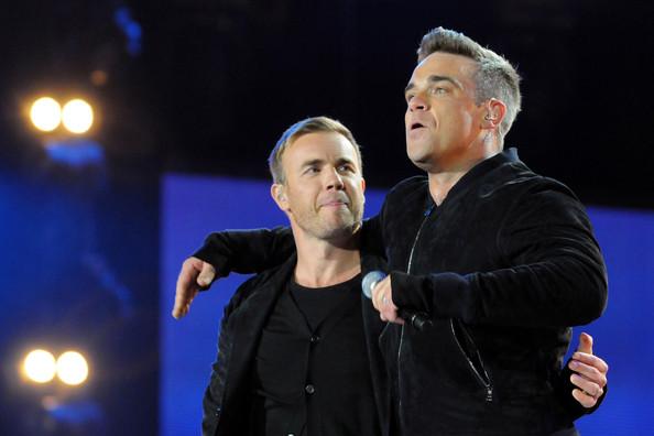 Robbie et Gary au concert Heroes 12-09/2010 284506Gary_Barlow_Heroes_Concert_Show_8lCOczrDe7pl