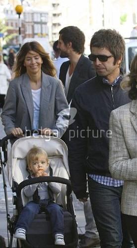 Jason et Noel Gallagher à Londres 25.09.2009 28931815546737_vi