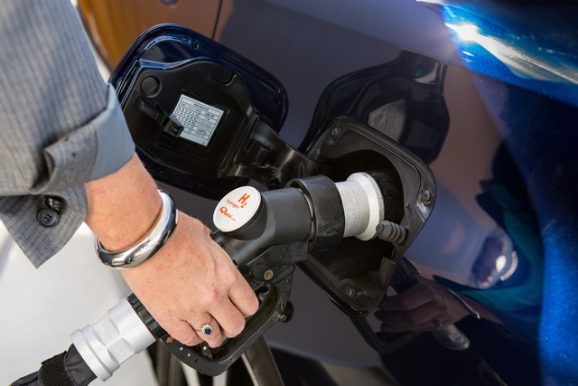 """Toyota se projette dans le futur avec la berline à pile à combustible 'Mirai'"""" 2935472016ToyotaFuelCellVehicle018"""
