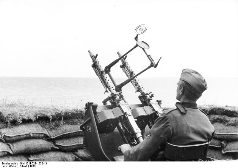 Caisse à munitions allemande modèle 36 pour jumelage MG (zwillingsockel) 300684BundesarchivBild101I028163213FrankreichKu776stenschutzmitFlakMG
