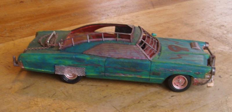 "Pontiac façon ""Mad Max"" 1/24 avec base/décor  301746GEDC5111"