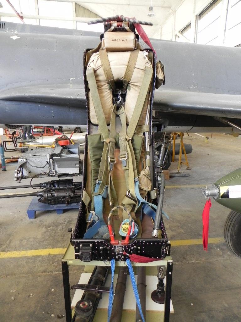 [ Les Musées en rapport avec la Marine ] Musée de l'Aeronautique Navale de Rochefort - Page 6 308633Supetendard4