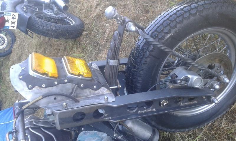 No limit à l'imagination pour les motos, Humour of course! - Page 37 30938720160626074704