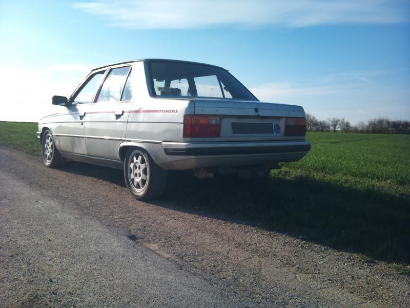 Mimich et sa R9 Turbo (du moins ce qu'il en reste) 312242DSC0078
