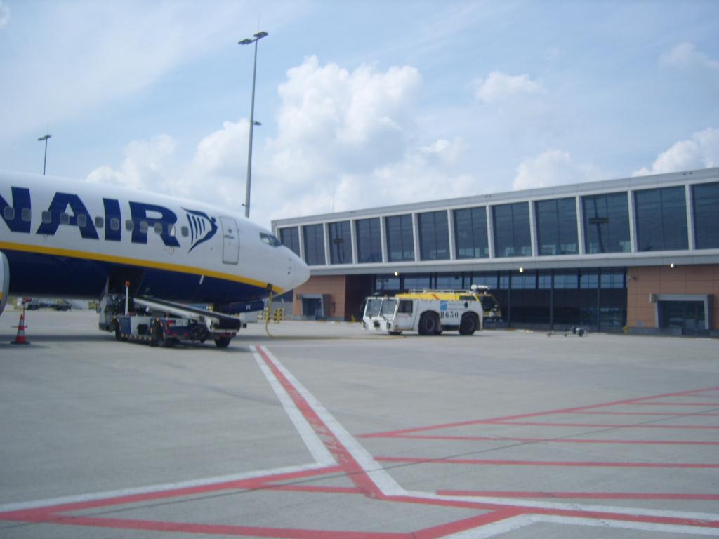 Engins d'aéroports 312316retourales16V0851