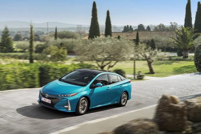 Toyota Annonce Les Prix De La Nouvelle Yaris 3207792017priusphvaquasolarroofdynamic01