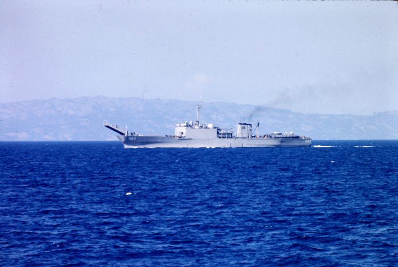 LANDING SHIP TANK (LST) CLASSE NEWPORT  320923USSPeoria