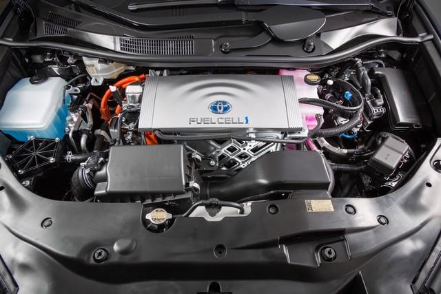 """Toyota se projette dans le futur avec la berline à pile à combustible 'Mirai'"""" 3213422016ToyotaFuelCellVehicle009"""