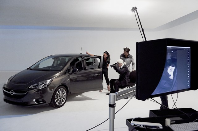 En coulisses avec l'Opel Corsa, Karl Lagerfeld et Choupette, top model 322390OpelCorsaLagerfeld293237