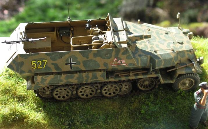 Sd.Kfz 251/9 Ausf.C AFV Club 1/35 323022modles126018