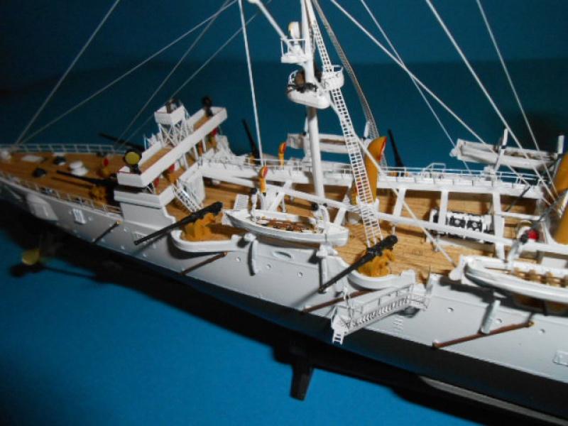 """Croiseur Russe """"VARYAG"""" 1/350 PE + Pont en bois de chez Zvezda 324734Croiseur013"""