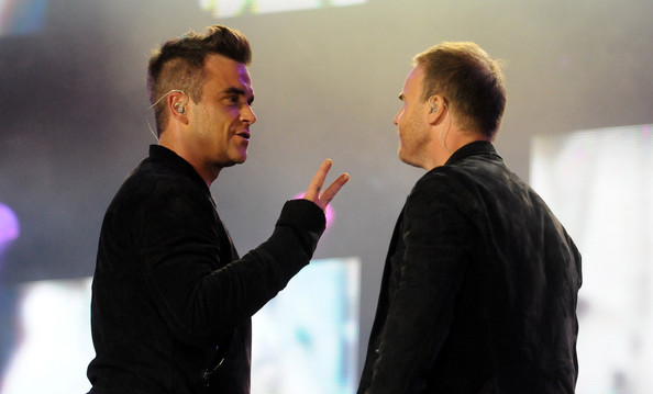 Robbie et Gary au concert Heroes 12-09/2010 327108Gary_Barlow_Heroes_Concert_Show_cmsOCpVCsKvl