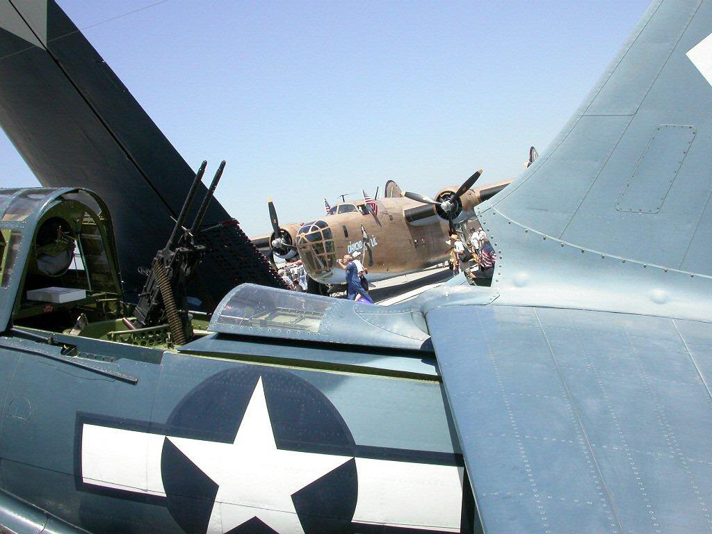 Curtiss SB2C-4 Helldiver  Revell 1/48  329654frouchsb2c15
