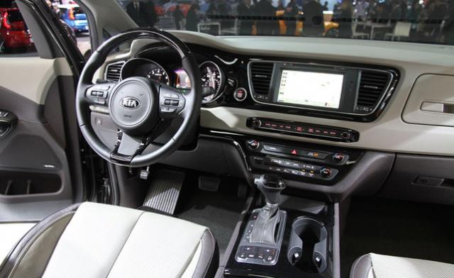 Nouveau minivan chez Chrysler pour 2017 330801KiaSedona2015NYAutoshowAJ12