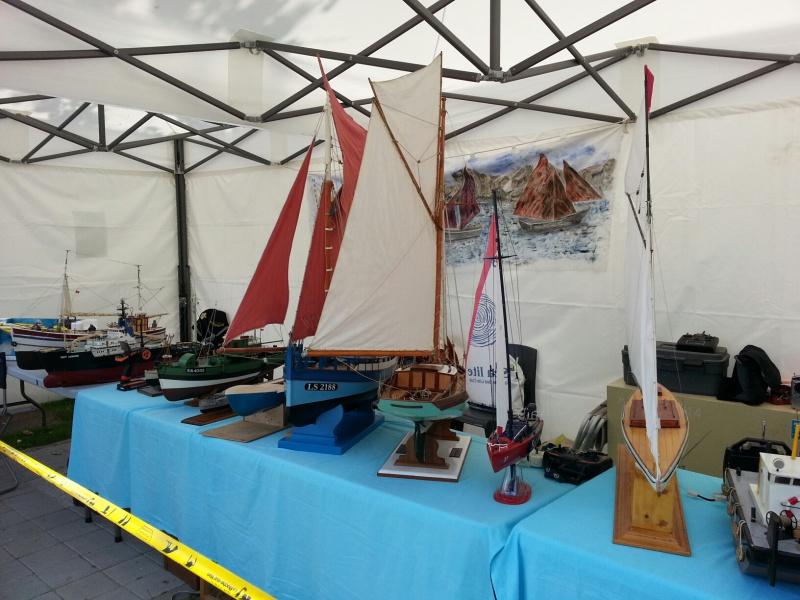démo de maquettes navigantes sur la place Napoléon à la Roche S/Yon le 31 Mai et le 1er Juin 33337020140531133945resized