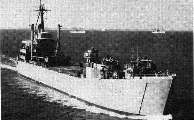LANDING SHIP TANK (LST) CLASSE NEWPORT  336580USSWalworthCountyLST1164