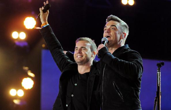 Robbie et Gary au concert Heroes 12-09/2010 341956Gary_Barlow_Heroes_Concert_Show_jqDfzcDY7a_l