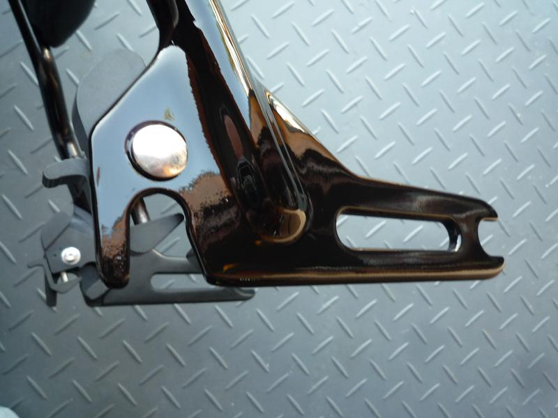 Montage d'un sissy-bar amovible sur mon SLIM... 34980018Remontagedespattesdescurit