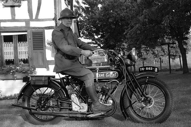 Moto René Gillet 750 type G 1929 - Page 7 350559DSC9513