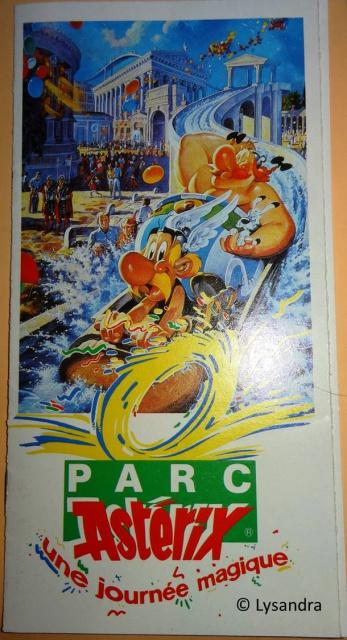 Dépliants, plans, tickets du Parc Astérix 350942brochureparc1989