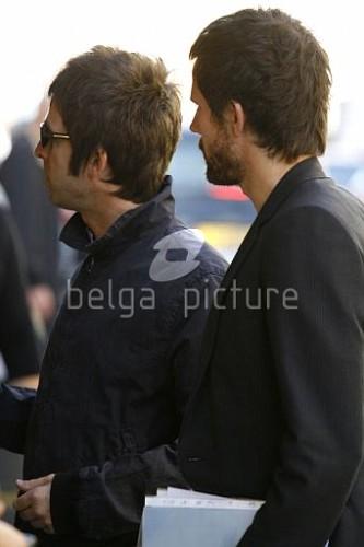 Jason et Noel Gallagher à Londres 25.09.2009 35305615546675_vi