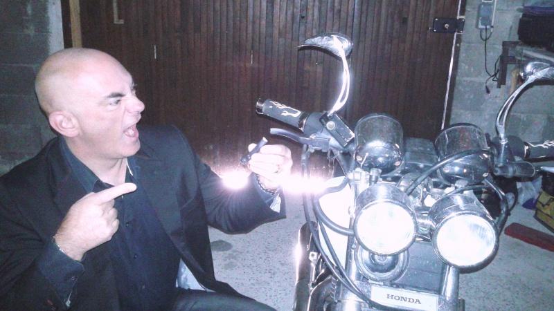 [clos] Concours photo: Votre moto sur fond d'humour (ou d'ironie) 35615520151030081849